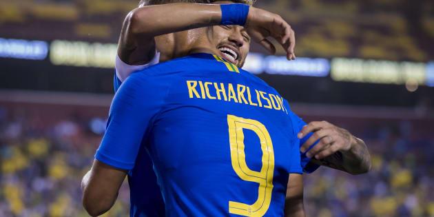 Richarlison parece forte candidato a assumir de vez a camisa 9 da Seleção.