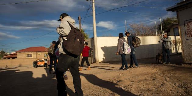 """Les États-Unis """"envisagent"""" de séparer les enfants clandestins de leurs parents"""