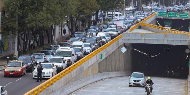 A pesar de la apertura del deprimido Mixcoac-Insurgentes este martes, se observó gran congestionamiento vial en las laterales de Circuito Interior y avenida Insurgentes.