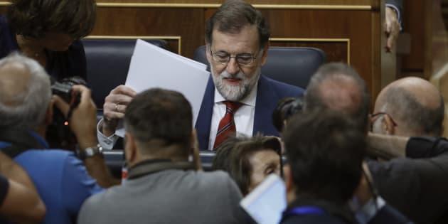 El presidente del Gobierno, Mariano Rajoy, al inicio de la sesión de control al Ejecutivo celebrada hoy en el Congreso.