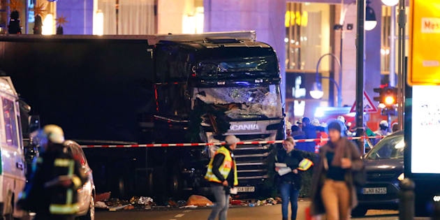 Police work at the site of an accident at a Christmas market on Breitscheidplatz square near the fashionable Kurfuerstendamm avenue in the west of Berlin, Germany, December 19, 2016. A truck ploughed into a crowd close to a Christmas market in the German capital Berlin on Monday evening, killing one person and injuring several others, the police said.   REUTERS/Fabrizio Bensch