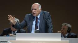 Jibril Rajoub, possibile successore di Abu Mazen, fa campagna con la maglia di Messi.