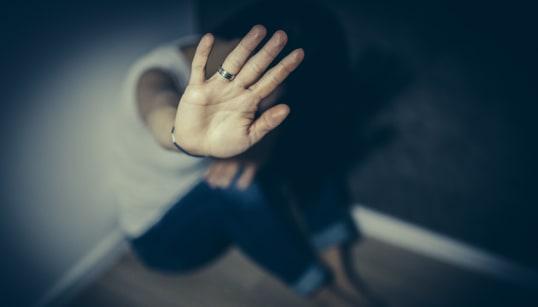HANNO FILMATO TUTTO CON IL TELEFONINO - Stupro di gruppo a Catania su una 19enne americana, arrestati tre giovani