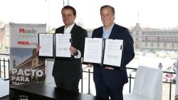 Arriola y Meade firman pacto para mejorar la Ciudad de