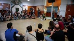 Pour garantir la tenue du référendum en Catalogne, ces électeurs occupent les écoles qui feront office de bureaux de