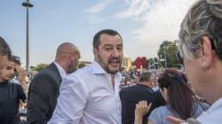 Contro Salvini scritte a Trento e minacce di morte a Bolzano. Il ministro replica: