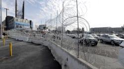 Des Mexicains volent des matériaux du mur frontalier pour les