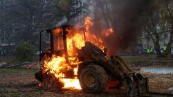 Véhicules incendiés, vitrines brisées... Les images du chaos autour des