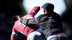 Ce footballeur a été agressé en plein match et sur le terrain par un fan