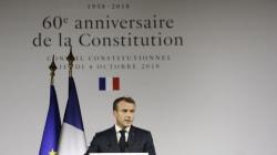 Face aux critiques et à une Ve République contestée, Macron persiste et