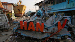 Foreign Aid Gathers Pace For Indonesia's Desperate Quake