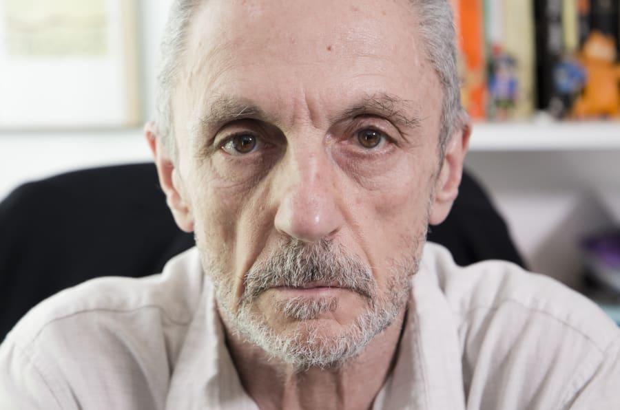 Luis Suárez-Carreño, fotografiado en su casa de Madrid.