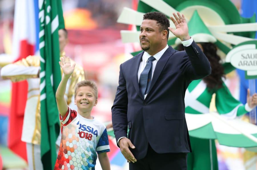Ronaldo Fenômeno e um garoto russo foram destaque da abertura da Copa.