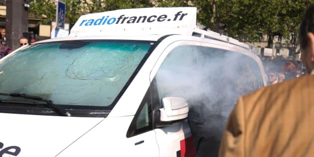 """""""Fête à Macron"""": un étudiant en détention provisoire pour avoir lancé un fumigène dans la voiture Radio France."""