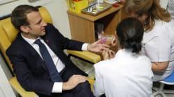 Pour la Journée mondiale de lutte contre le sida, Macron se prête au