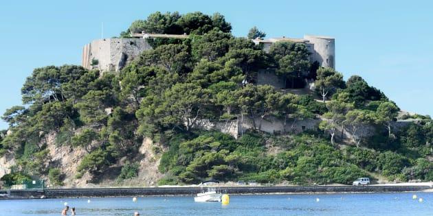 Une enquête ouverte après le survol du fort de Brégançon par un drone.