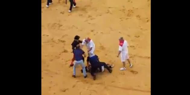 Ce militant venu perturber une corrida à Dax a reçu quelques coups de pied dans les côtes