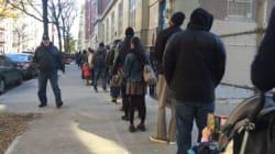 De longues files d'attente devant les bureaux de vote