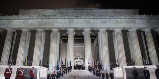 Donald Trump avec sa famille sur les marches du Lincoln Memorial de Washington, à la veille de son investiture comme président des Etats-Unis