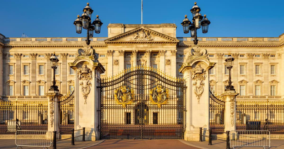 La regina elisabetta cerca vicini di casa per soli 18 - Buckingham palace interno ...