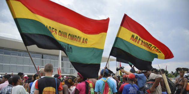Protesto de quilombolas e índios em frente ao Palácio do Planalto.