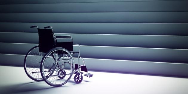 Les lieux publics sont toujours aussi inaccessibles pour les handicapés, et tout le monde s'en fout. Illustration.
