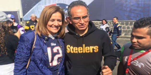Felipe Calderón y Margarita Zavala reúnen firmas… ¡en la NFL!