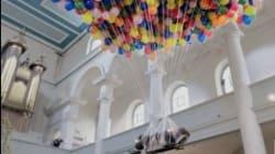 Ventimila palloncini per la felicità. La performance dell'artista disabile Noemi Lakmaier lascia senza