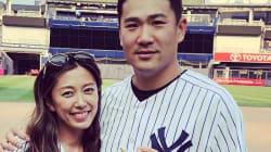 田中将大&里田まい、夫婦の2ショット写真を公開 肩に手を置いて...