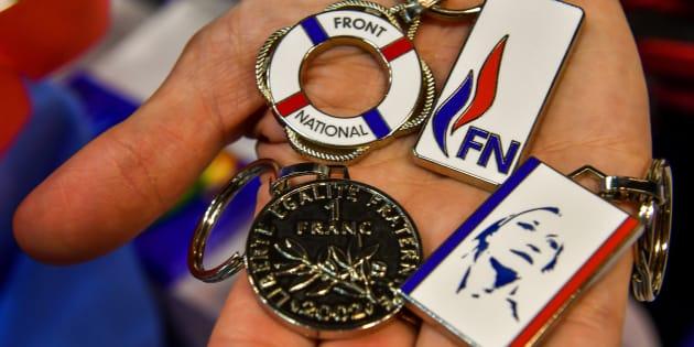 Des porte-clés à l'effigie de Marine Le Pen et du Front national étaient encore présents au stand de la boutique du FN lors du congrès de mars 2018 à Lille.