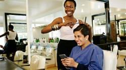 """""""Pour toutes les femmes qui galèrent à trouver un bon coiffeur pour cheveux bouclés à crépus, j'ai décidé de créer une"""