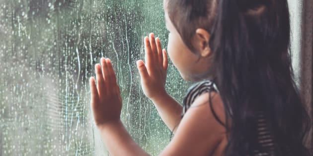 """""""6 attitudes que j'adopte pour rassurer mon enfant pendant l'orage"""""""