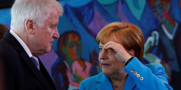 Horst Seehofer, ministre allemand de l'Intérieur et Angela Merkel, le 13 juin 2018.