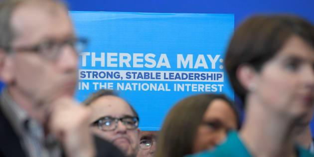May sommée de rendre des comptes aux députés de son parti — GB