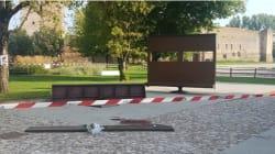 Giovane di 14 anni muore schiacciato da una panchina girevole in provincia di