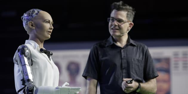 Sophia becomes first robot to receive Saudi Arab citizenship