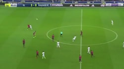 Avec son lob du milieu de terrain, ce Lyonnais a peut-être marqué le but de