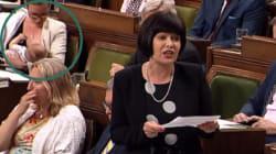 Une ministre fédérale allaite son bébé durant la période des