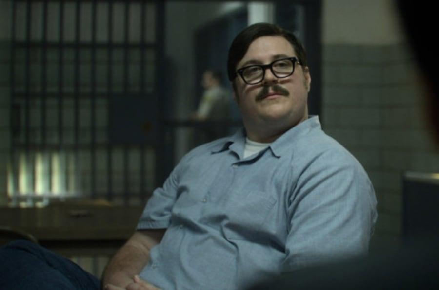 Cameron Britton em cena de 'Mindhunter' como Edmund Kemper.