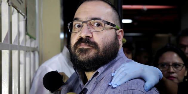 Javier Duarte de Ochoa, exgobernador del estado mexicano de Veracruz, reacciona al llegar a la corte para un proceso de extradición en Ciudad de Guatemala.