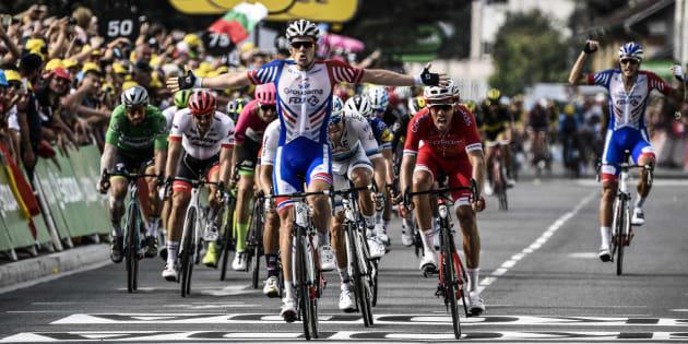 Arnaud Démare (ici le 26 juillet à l'arrivée à Pau) remporte l'étape 18 du Tour de France 2018 au sprint.