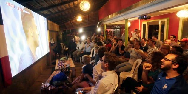 Des fans français devant le match France-Belgique ce mardi 10 juillet.