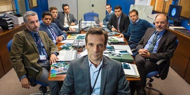 """Mathieu Kassovitz,  Jean-Pierre Darroussin et le reste d'une partie de l'équipe du """"Bureau des Légendes""""."""