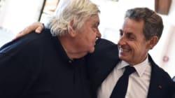 Sarkozy rend hommage à son