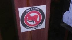 A Pavia decine di case degli antifascisti marchiate con adesivi che richiamano l'estrema