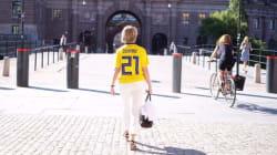 Cette ministre suédoise n'a pas choisi au hasard le maillot qu'elle a porté au Parlement avant le match contre le