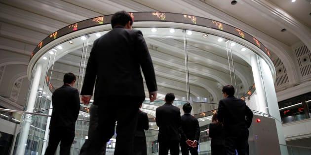 Visitors look at the Tokyo Stock Exchange (TSE) bourse in Tokyo, Japan, February 6, 2018.  REUTERS/Toru Hanai