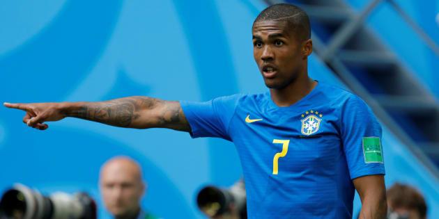 Douglas Costa teve desempenho elogiado pela torcida brasileira no jogo contra Costa Rica.