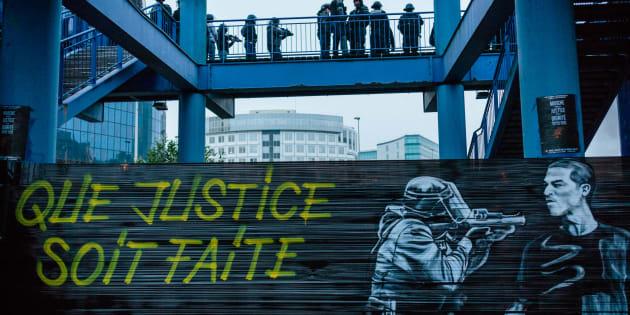 Manifestation contre les violences policières et en soutien à Théo devant le tribunal de Bobigny, le 11 février 2017.