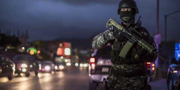 Decenas de elementos de la Policía Municipal realizaron un fuerte operativo en la zona Este de la ciudad fronteriza, con el objetivo de reforzar la seguridad e identificar personas que cuenten con orden de aprensión, el 21 de enero de 2018.